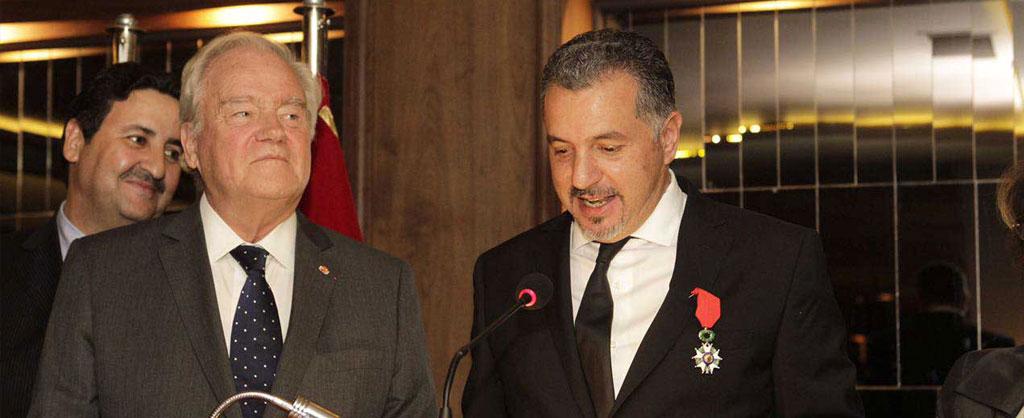 Hamid Bentahar décoré des insignes de chevalier de l'ordre de la légion d'honneur
