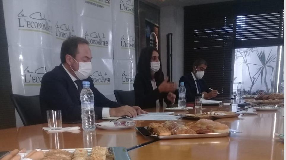 Nadia Fettah Alaoui, Hamid Addou  et Adel El Fakir devant le Club de l'Economiste